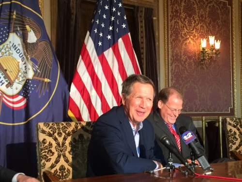 Ohio Gov. John Kasich, left, and Utah campaign director Kraig Powell, R-Heber.