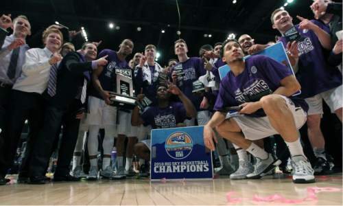 Members of the Weber State team celebrate their 62-59 championship victory over Montana in the Big Sky men's tournament in Reno, Nev., Saturday, March 12, 2016. (AP Photo/Lance Iversen)