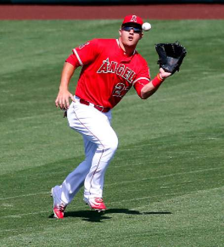 Los Angeles Angels' Mike Trout catches a fly out hit by Seattle Mariners' Ketel Marte during the second inning of a spring training baseball game, Tuesday, March 15, 2016, in Tempe, Ariz. (AP Photo/Matt York)