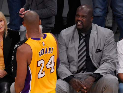 Shaquille O'Neal, right, talks with Los Angeles Lakers forward Kobe Bryant during the first half of an NBA basketball game against the Utah Jazz, Wednesday, April 13, 2016, in Los Angeles. (AP Photo/Mark J. Terrill)