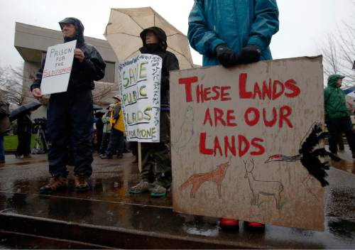 Protesters rally against the occupation of the Malheur National Wildlife Refuge by Ammon Bundy and his armed followers, while at the Federal Building in Eugene, Ore., Tuesday, Jan. 19, 2016. With the armed takeover of the national wildlife refuge in southeastern Oregon in its third week, Bundy and his armed group are still trying to muster up broad community support, so far without much luck. (Andy Nelson/The Register-Guard via AP) MANDATORY CREDIT