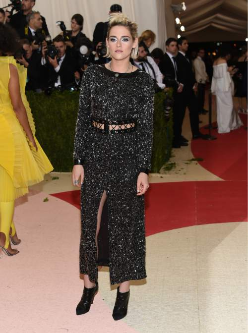 2d46b3ecfb6 Kristen Stewart arrives at The Metropolitan Museum of Art Costume Institute  Benefit Gala