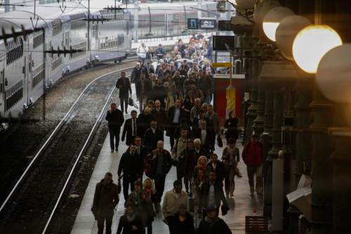 A crowed of commuters arrive with an operating train during a railway strike at the Gare du Nord train station, in Paris, Thursday, June 2, 2016. Workers at the SNCF national rail authority, whose train service will be crucial to football's Euro 2016 spectators, are on an open-ended strike to protest their working conditions and a controversial government labor reform. (AP Photo/Markus Schreiber)