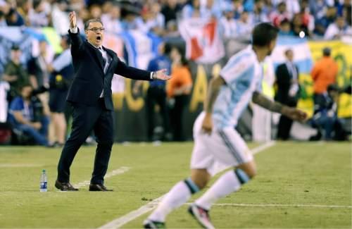 Argentina coach Gerardo Martino, left, gestures during the second half of the team's Copa America Centenario quarterfinal soccer match against Venezuela on Saturday, June 18, 2016, in Foxborough, Mass. (AP Photo/Charles Krupa)
