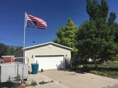 Matthew Piper     The Salt Lake Tribune  A U.S. flag flies upside down Friday, June 24, 2016, at the Stockton residence of William Keebler, accused this week of trying to detonate a bomb at a BLM cabin on the Arizona Strip.