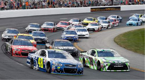 Jimmie Johnson (48) and Kyle Busch (18) lead the pack at the start of the New Hampshire 301 auto race at New Hampshire Motor Speedway, Sunday, July 17, 2016, in Loudon, N.H. (AP Photo/Jim Cole)