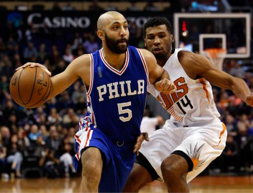 Philadelphia 76ers guard Kendall Marshall (5) drives past Phoenix Suns guard Ronnie Price in the first quarter during an NBA basketball game, Saturday, Dec. 26, 2015, in Phoenix. (AP Photo/Rick Scuteri)
