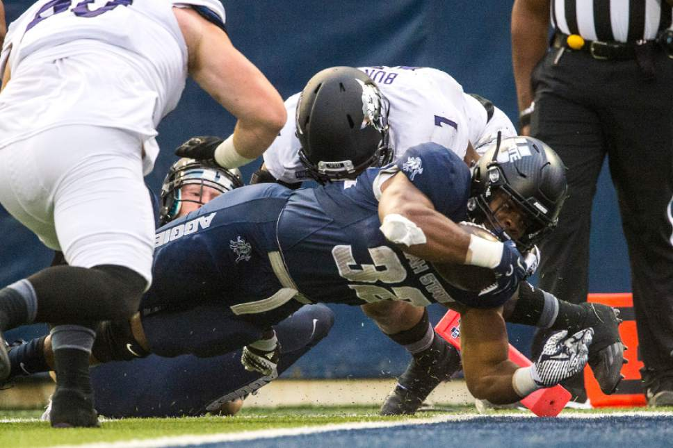 Utah State Football Devante Mays Scores Three Tds As Usu Routs