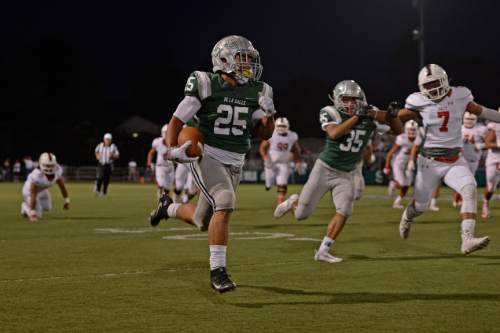 De La Salle Spartans' Kairee Robinson (25) runs for a 55-yard touchdown against the East Leopards in the first quarter of their game at De La Salle High School in Concord, Calif., on Friday, Sept. 16, 2016. (Jose Carlos Fajardo/Bay Area News Group)