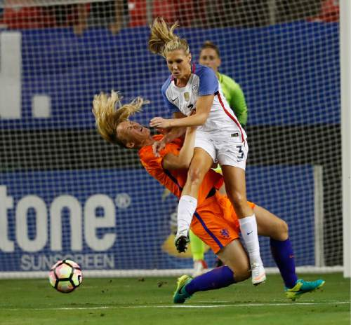 USA's Allie Long (3) and Netherlands' Stefanie van der Gragt collide as they vie for the ball in the first half of an exhibition soccer match, Sunday, Sept. 18, 2016, in Atlanta. (AP Photo/John Bazemore)