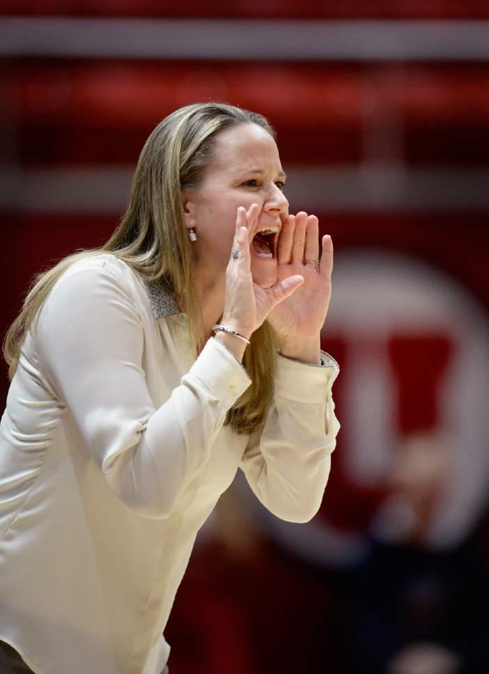 Scott Sommerdorf   |  The Salt Lake Tribune Utah women's basketball head coach Lynne Roberts yells instructions to her defense during second half play as Utah beat Fort Lewis 77-69, Friday, November 6, 2015.