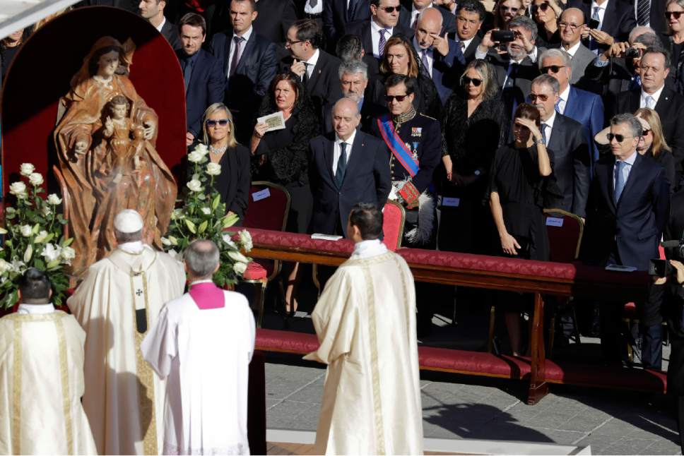 "Argentine President Mauricio Macri, right, is flanked by his wife Juliana Awada as Pope Francis, second from bottom left, arrives to celebrate a Mass to canonize seven new saints, in St. Peter's Square, at the Vatican, Sunday, Oct. 16, 2016. Among the new saints, Francis is canonizing Argentine 19th century ""gaucho priest"" José Gabriel del Rosario Brochero, who ministered to the poor in the peripheries and is clearly a model for his papacy. (AP Photo/Andrew Medichini)"