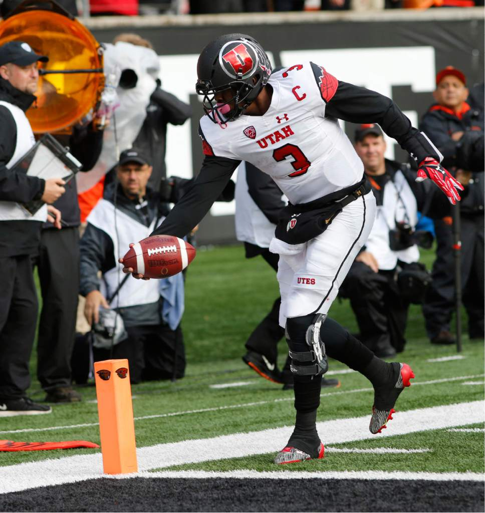 Utah quarterback Troy Williams (3) reaches the ball to the end zone for a touchdown during the second half of an NCAA college football game against Oregon State, in Corvallis, Ore., on Saturday, Oct. 15, 2016. Utah won 19-14. (AP Photo/Timothy J. Gonzalez)