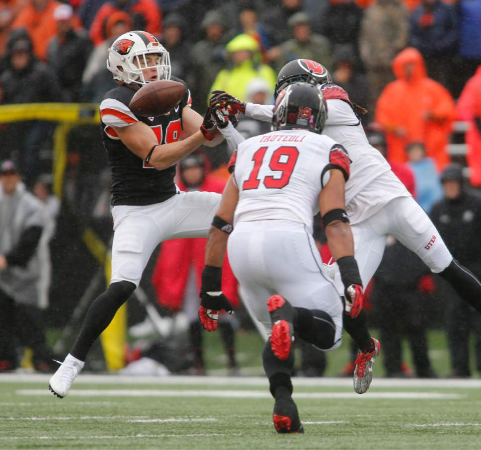 Oregon State wide receiver Timmy Hernandez, left, has a pass tipped away by a Utah defender in the first half of an NCAA college football game in Corvallis, Ore., on Saturday, Oct. 15, 2016. (AP Photo/Timothy J. Gonzalez)