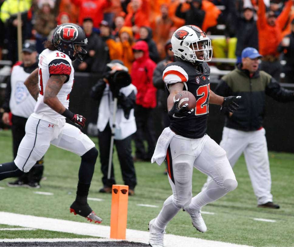 Oregon State running back Artavis Pierce goes into the end zone for a touchdown in the second half of an NCAA college football game against Utah, in Corvallis, Ore., on Saturday, Oct. 15, 2016. Utah won 19-14. (AP Photo/Timothy J. Gonzalez)