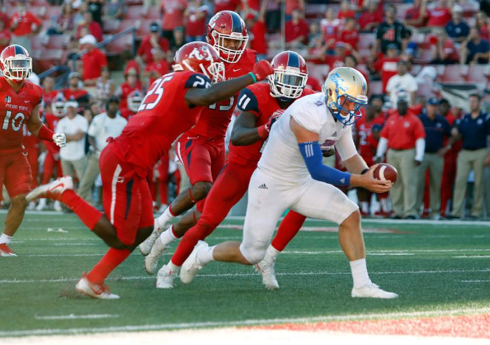 Tulsa's Dane Evans runs in for the game winning touchdown against Fresno State during the second half of an NCAA college football game in Fresno, Calif., Saturday, Sept. 24, 2016. (AP Photo/Gary Kazanjian)