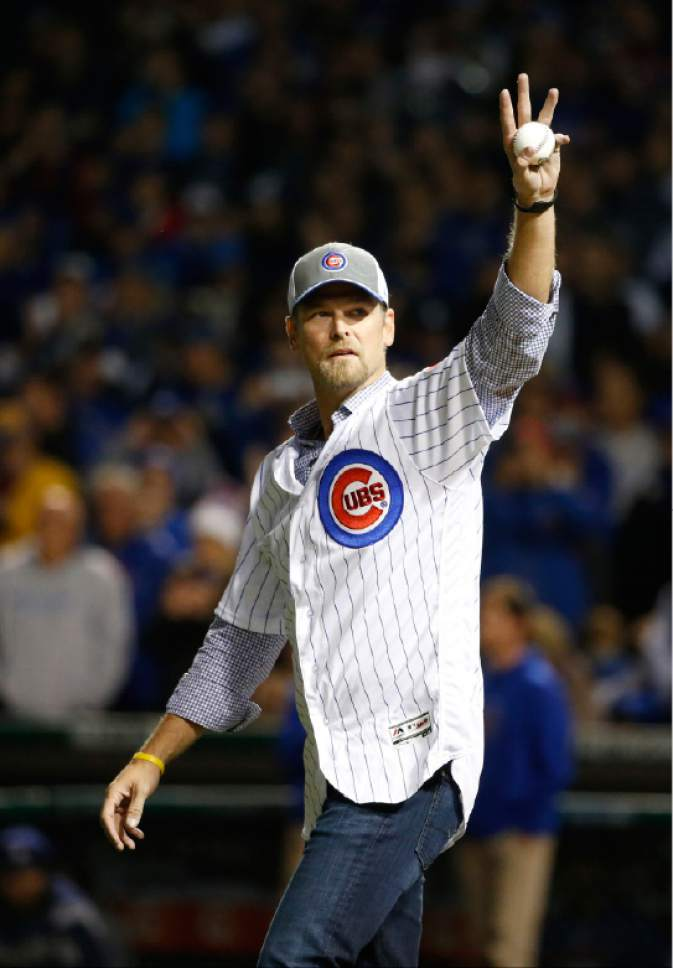 Former Chicago Cubs pitcher Kerry Wood waves before throwing a ceremonial first pitch before Game 6 of the National League baseball championship series between the Chicago Cubs and the Los Angeles Dodgers, Saturday, Oct. 22, 2016, in Chicago. (AP Photo/Nam Y. Huh)