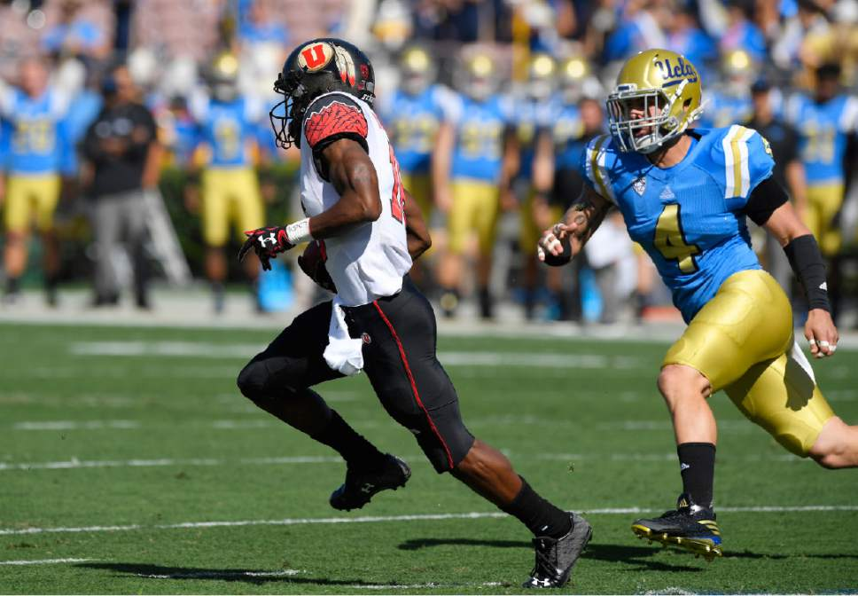 Utah wide receiver Cory Butler-Byrd, left, runs back the opening kick-off for a touchdown as UCLA linebacker Cameron Judge gives chase during the first half of an NCAA college football game against UCLA, Saturday, Oct. 22, 2016, in Pasadena, Calif. (AP Photo/Mark J. Terrill)