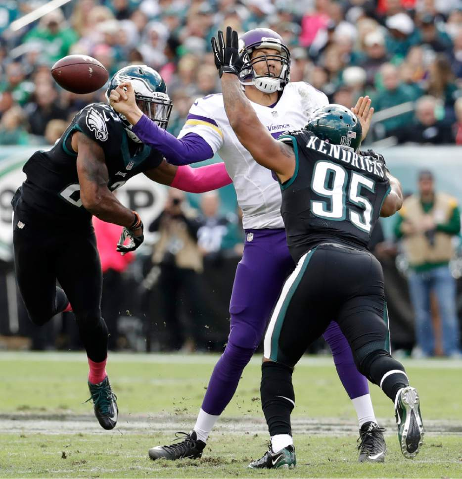 NFL Eagles beat up Bradford hand Vikings first loss 21 10 The