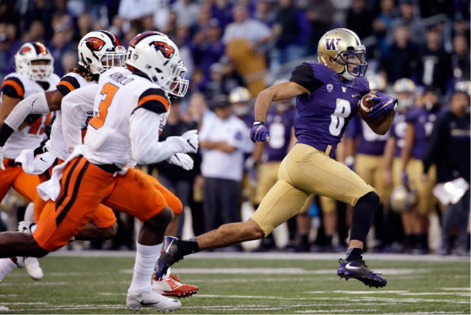 Washington's Dante Pettis runs with the ball after a pass reception against Oregon State in the second half of an NCAA college football game Saturday, Oct. 22, 2016, in Seattle. Washington won 41-17. (AP Photo/Elaine Thompson)
