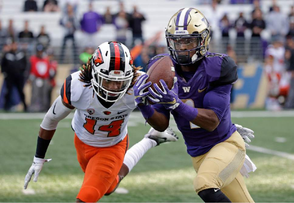 Washington's John Ross, right, makes a long pass reception in front of Oregon State's Treston Decoud in the first half of an NCAA college football game Saturday, Oct. 22, 2016, in Seattle. (AP Photo/Elaine Thompson)