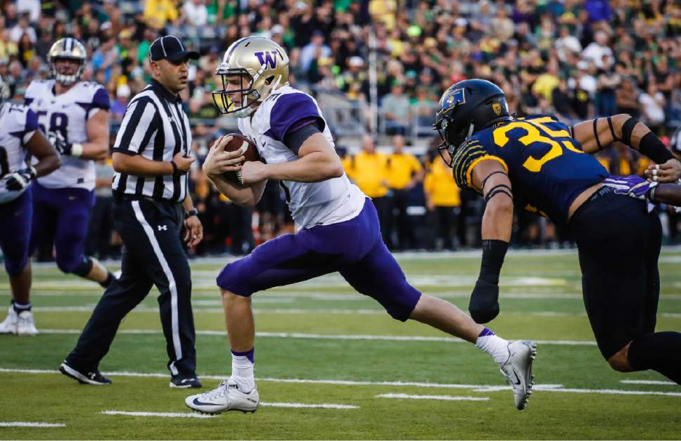 Washington quarterback Jake Browning (3) scores on the last drive of the first half against Oregon an NCAA college football game Saturday, Oct. 8, 2016, in Eugene, Ore.  (AP Photo/Thomas Boyd)