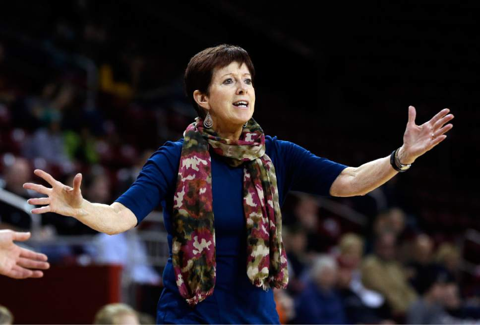 Women's basketball: Notre Dame — not UConn — is No. 1 in ...
