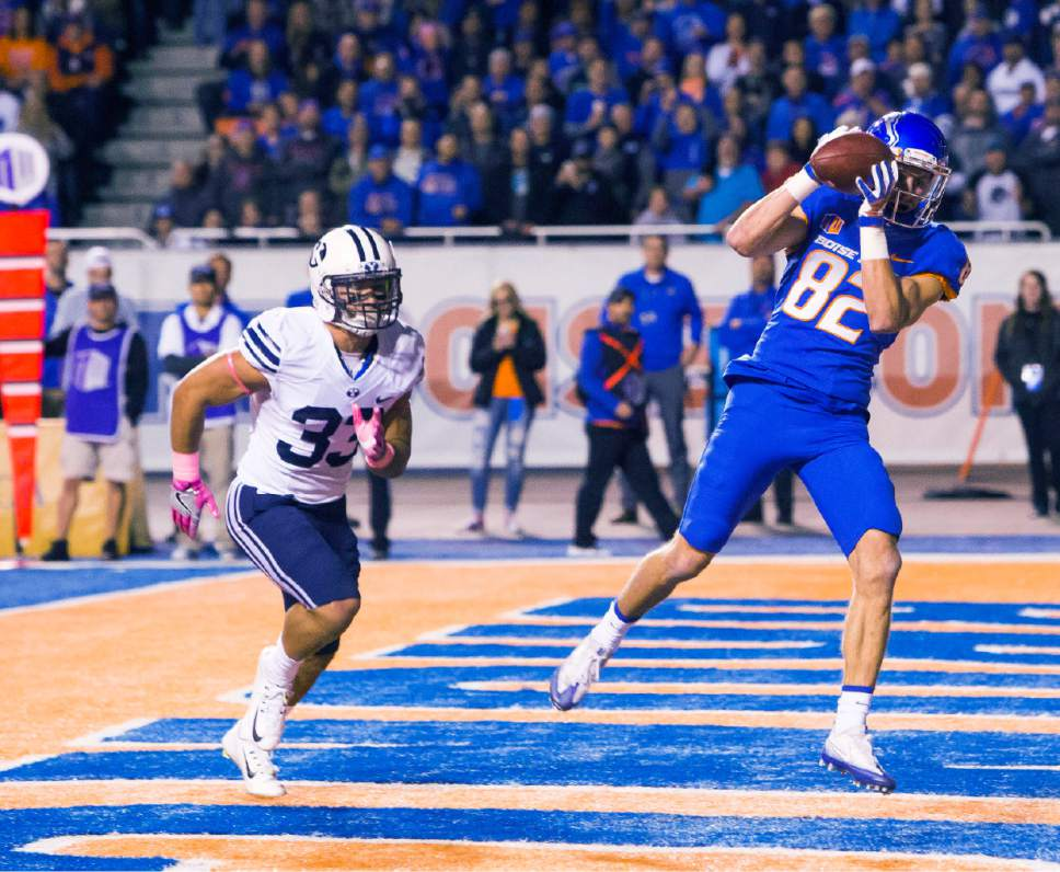 Boise State wide receiver Thomas Sperbeck (82) catches the ball for a touchdown during the first half of an NCAA college football game against BYU, Thursday, Oct. 20, 2016 in Boise Idaho. (Darin Oswald/Idaho Statesman via AP)