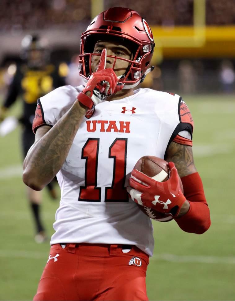 Utah wide receiver Raelon Singleton scores a touchdown against Arizona State during the first half of an NCAA college football game, Thursday, Nov. 10, 2016, in Tempe, Ariz. (AP Photo/Matt York)