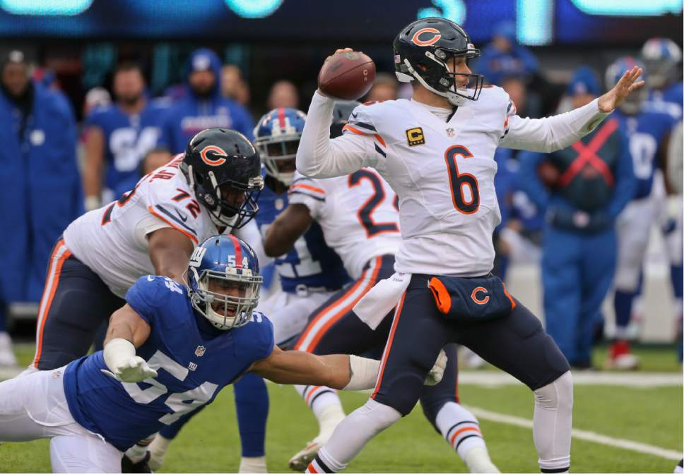 Chicago Bears quarterback Jay Cutler (6) throws under pressure from New  York Giants defensive 96fecf954