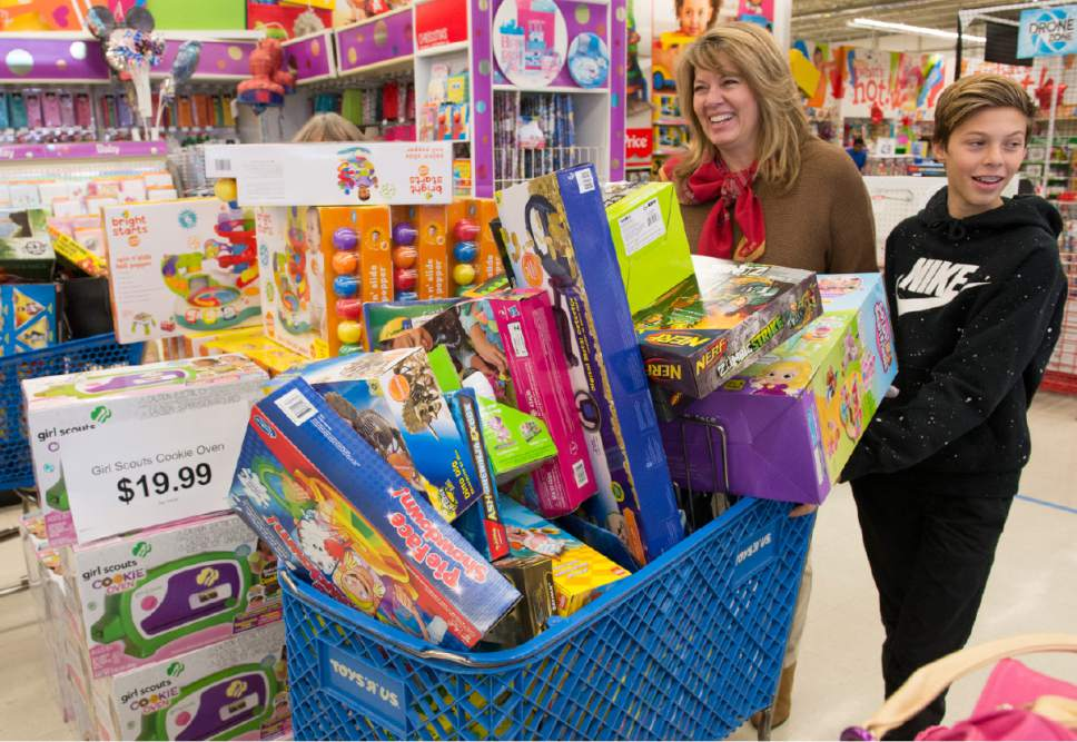 Not Normal Black Friday Busy Utah Shoppers Find Deals Among - Toys r us black friday store map 2016