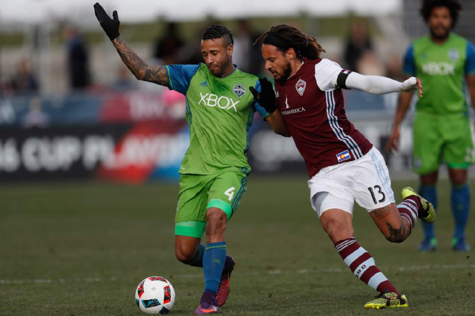 Seattle Sounders defender Tyrone Mears, left, fights for control of the ball with Colorado Rapids midfielder Jermaine Jones in the first half of the second leg of an MLS Western Conference soccer finals Sunday, Nov. 27, 2016, in Commerce City, Colo. (AP Photo/David Zalubowski)