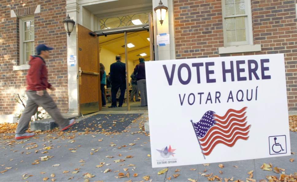 Al Hartmann  |  Tribune file photo A sign outside a voting place is identified in English and Spanish.