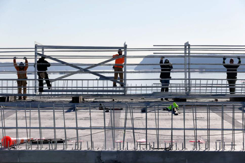 Construction continues on the new Tappan Zee Bridge near Tarrytown, N.Y., Tuesday, Dec. 20, 2016. The new bridge about 25 miles north of New York City stands next to the 61-year-old Tappan Zee that has been falling apart for years. (AP Photo/Seth Wenig)