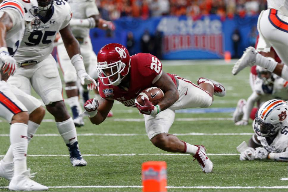 Oklahoma running back Joe Mixon (25) carries near the goal line in the first half of the Sugar Bowl NCAA college football game against Auburn in New Orleans, Monday, Jan. 2, 2017. (AP Photo/Gerald Herbert)