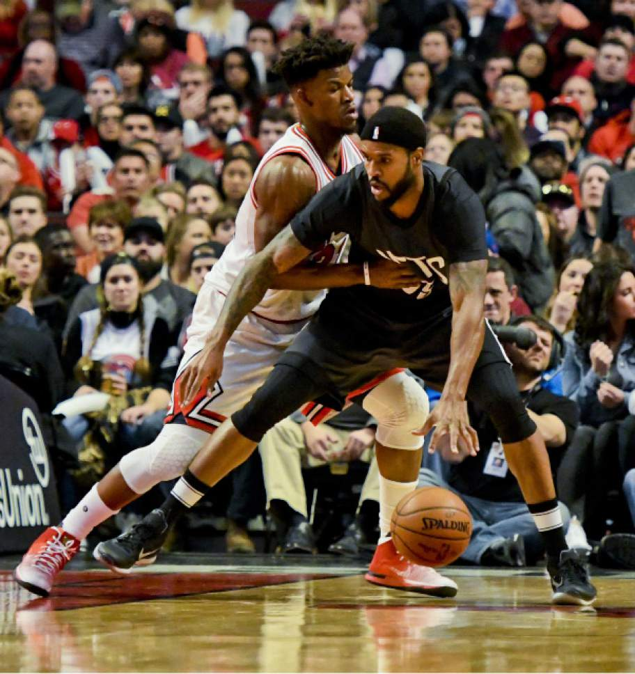 740f33651e7 Chicago Bulls forward Jimmy Butler (21) emends against Brooklyn Nets forward  Trevor Booker (