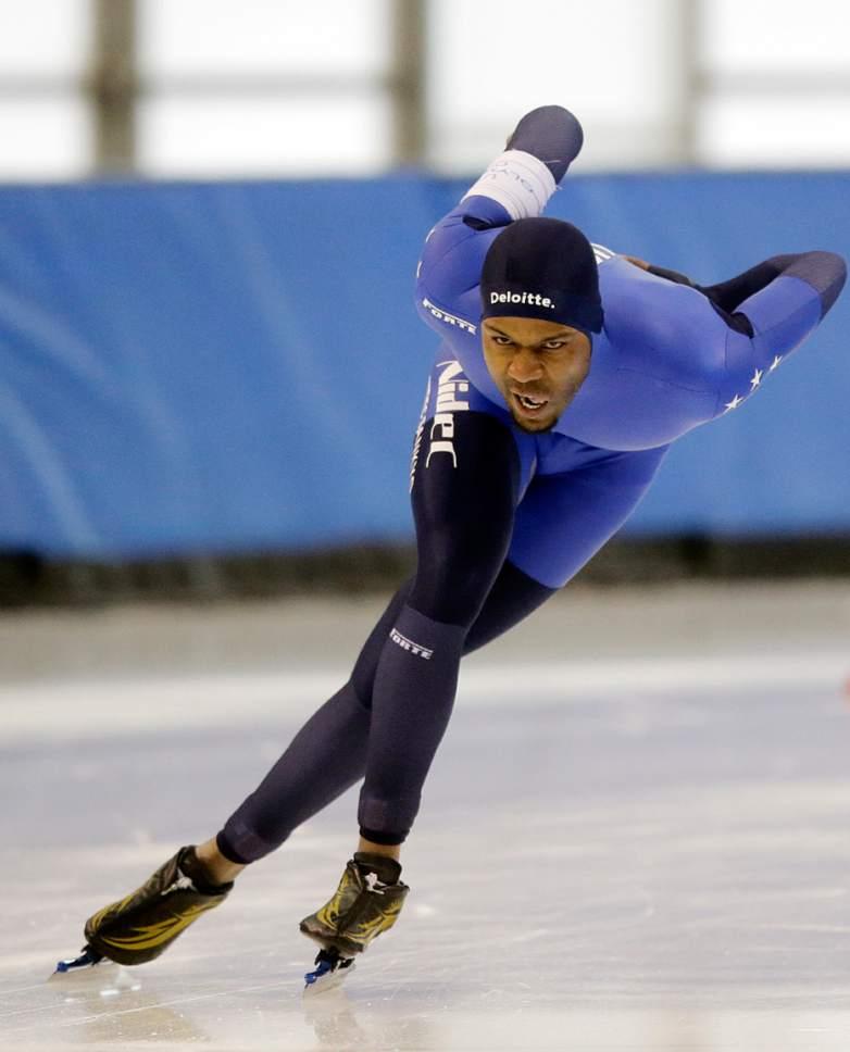 Shani Davis competes in the men's 1,500 meters U.S. long track speedskating championship at Utah Olympic Oval, Saturday, Jan. 7, 2017, in Kearns, Utah. (AP Photo/Rick Bowmer)