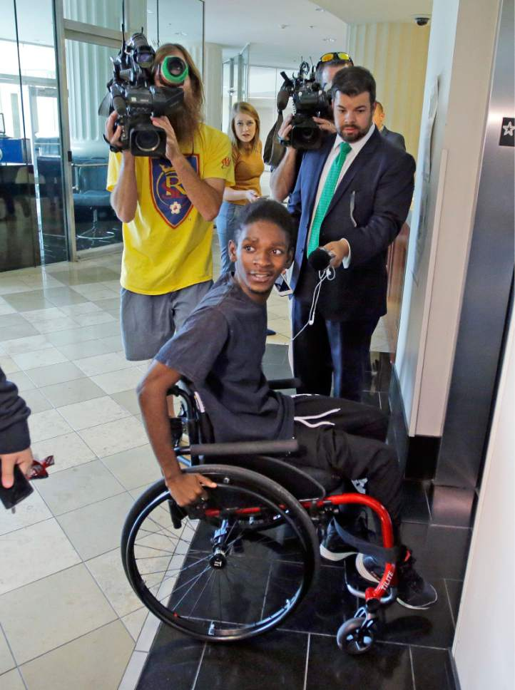 "CORRECTS SPELLING TO ABDULLAHI, NOT ABUDULLAHI - Abdullahi ""Abdi"" Mohamed, a teenage Somali refugee who was critically wounded by police during a fight outside a homeless shelter makes his first court appearance on robbery and drug charges Wednesday, Aug. 10, 2016, in Salt Lake City. Salt Lake County District Attorney Sim Gill said officers acted appropriately when they fired at Mohamed because police believed he was about to seriously injure or kill a man with a metal broom handle. (AP Photo/Rick Bowmer)"
