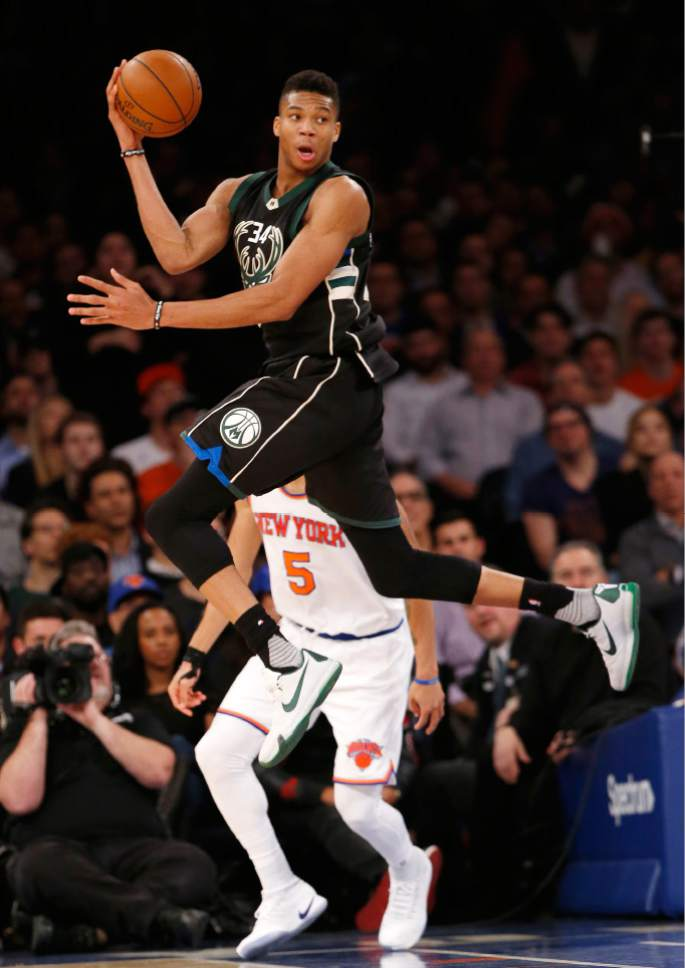 Milwaukee Bucks  forward Giannis Antetokounmpo (34) leaps to make a pass  above New 787e44152