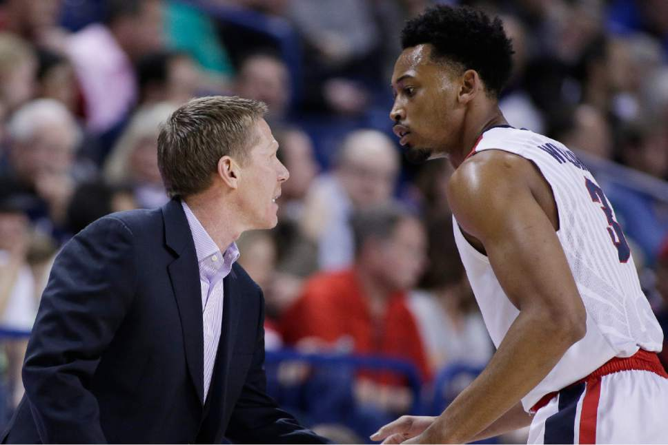 Gonzaga head coach Mark Few, left, speaks with forward Johnathan Williams during the first half of an NCAA college basketball game against San Diego in Spokane, Wash., Thursday, Jan. 26, 2017. (AP Photo/Young Kwak)