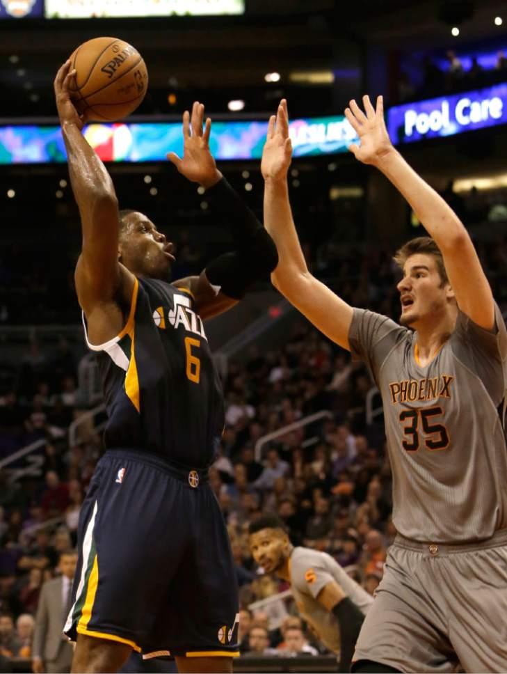 Utah Jazz forward Joe Johnson (6) in the third quarter during an NBA basketball game against the Phoenix Suns, Monday, Jan. 16, 2017, in Phoenix. (AP Photo/Rick Scuteri)