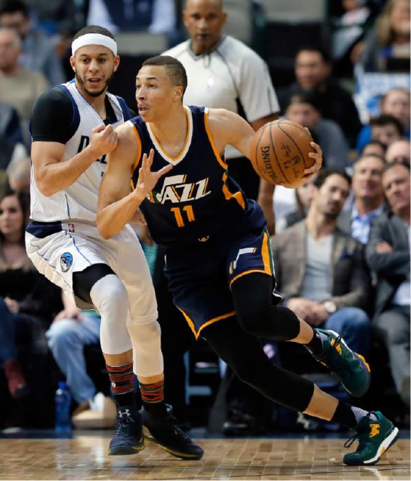 Dallas Mavericks guard Seth Curry, left, (30), gives chase as Utah Jazz's Dante Exum (11) of Australia handles the ball in the first half of an NBA basketball game in Dallas, Thursday, Feb. 9, 2017. (AP Photo/Tony Gutierrez)