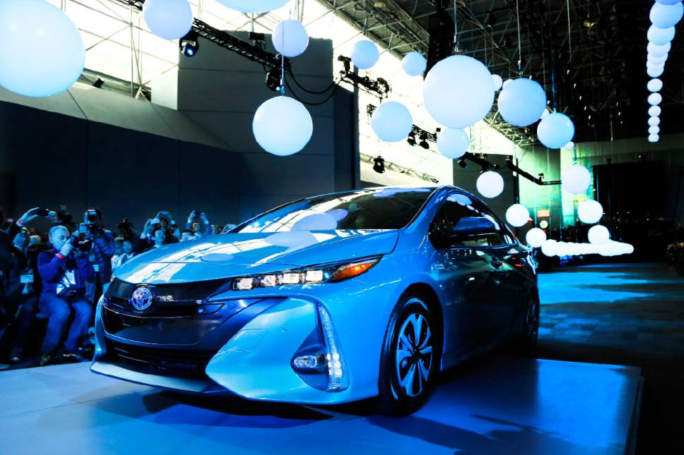 toyota adds most fuel efficient prius in 2017 the salt lake tribune. Black Bedroom Furniture Sets. Home Design Ideas