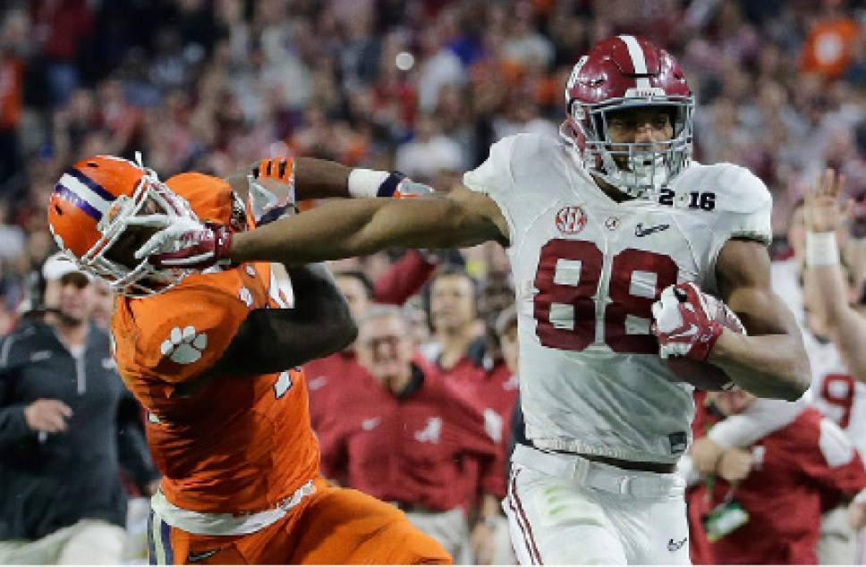 Alabama's O.J. Howard tries to get past Clemson's T.J. Green after a catch during the second half of the NCAA college football playoff championship game Monday, Jan. 11, 2016, in Glendale, Ariz. (AP Photo/David J. Phillip)