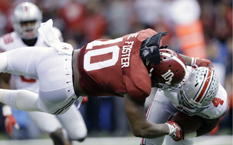 Alabama linebacker Reuben Foster (10) hits Ohio State running back Curtis Samuel (4) in the first half of the Sugar Bowl NCAA college football playoff semifinal game, Thursday, Jan. 1, 2015, in New Orleans. (AP Photo/Brynn Anderson)