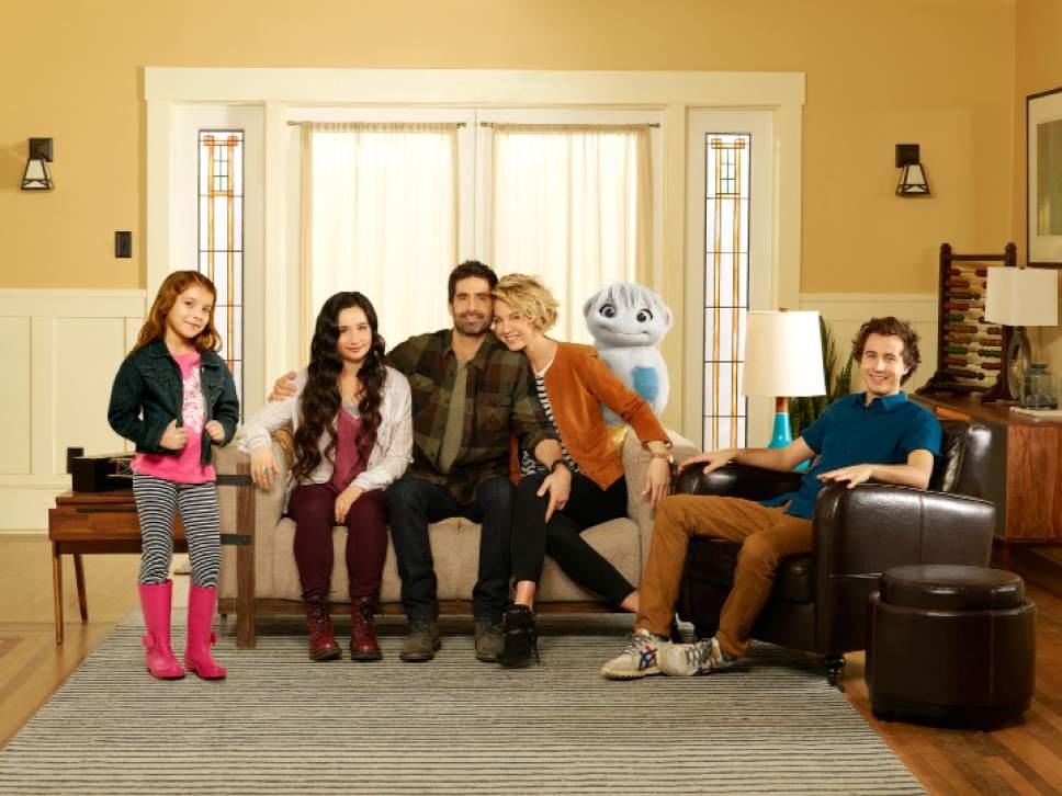 Bob DíAmico  |  ABC  ìImaginary Maryî stars Erica Tremblay as Bunny, Matreya Scarrwener as Dora, Stephen Schneider as Ben, Jenna Elfman as Alice and Nicholas Coombe as Andy.