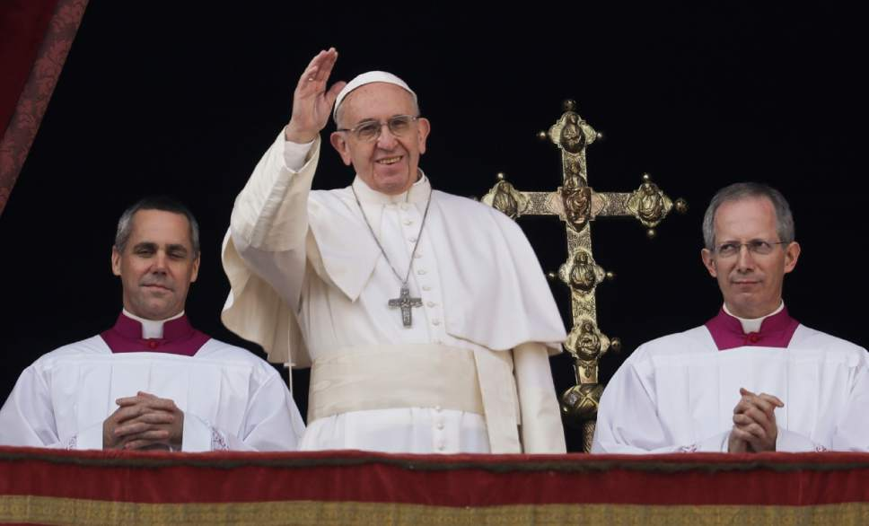 Pope Francis delivers the Urbi et Orbi (Latin for ' to the city and to the world' ) Christmas' day blessing from the main balcony of St. Peter's Basilica at the Vatican, Sunday, Dec. 25, 2016. (AP Photo/Alessandra Tarantino)