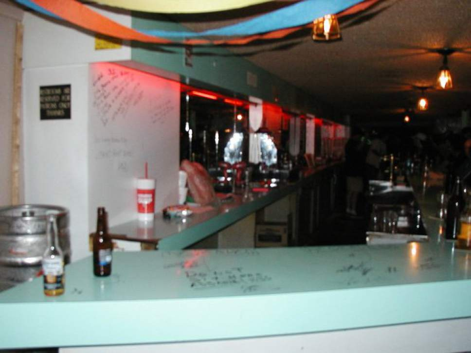 The interior of the Radio City Lounge as it appeared on August 23 2009, its closing night. Photo courtesy of Ben Williams.