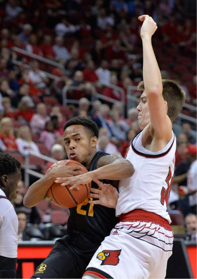 Long Beach State's Justin Bibbins (21) fights around the defense of Louisville's Ryan McMahon (30) during the first half of an NCAA college basketball game, Thursday, Nov 17, 2016, in Louisville, Ky. (AP Photo/Timothy D. Easley)