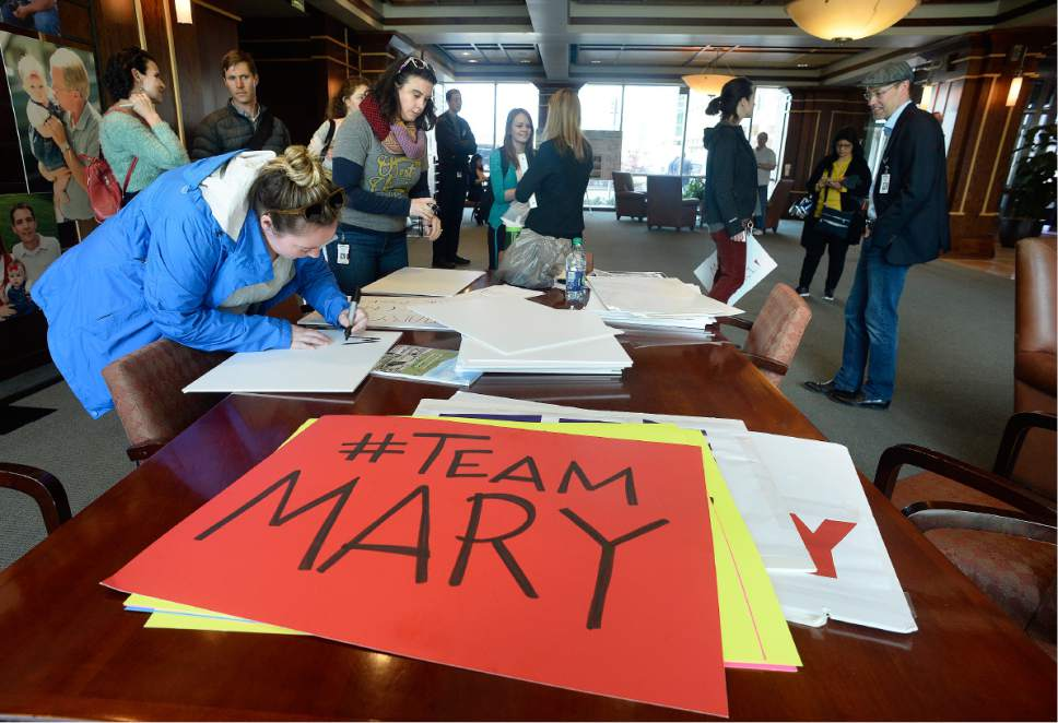 Scott Sommerdorf | The Salt Lake Tribune Huntsman Cancer Institute faculty make signs prior to their protest march from the HCI to President's Circle to deliver their petition to Vivian Lee's office, Wednesday, April 19, 2017.